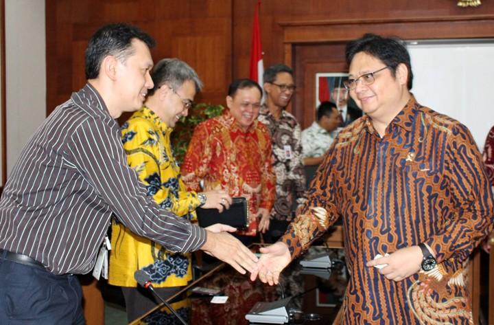 Meneteri Perindustrian menerima anggota AIPTI